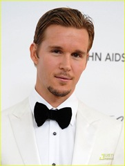 ryan-kwanten-oscars-viewing-party-02