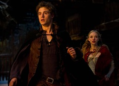 red-riding-hood-max-irons-amanda-seyfried-photo2