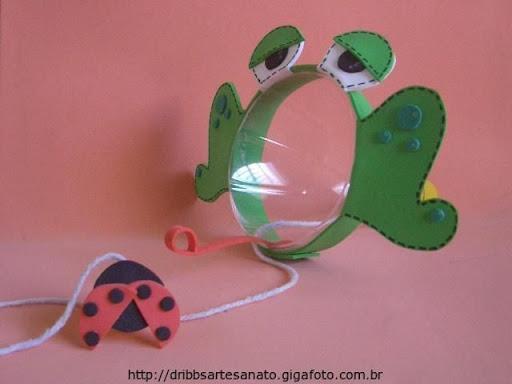 Органайзеры, игрушки и скворечники из пластиковых бутылок