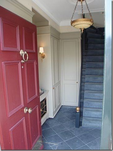 Hall.stairwayapartmentovershop.09002.09013