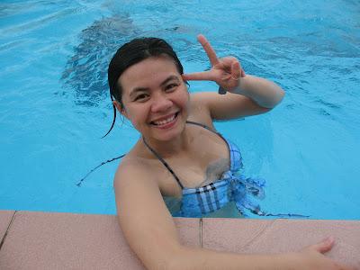 Ẩn họa từ bể bơi với mái tóc