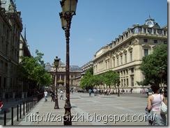 Париж, неподалеку отЛувра