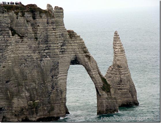 """Знаменитая скала-слон, она же """"Малые ворота"""" (Этрета)."""