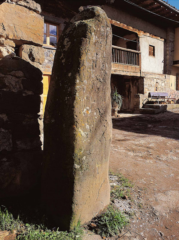 Mojón de la Corralá (Aller)