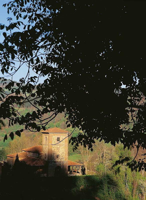 Santuario de Los Mártires de Valdecuna (Mieres) editar Eliminar título