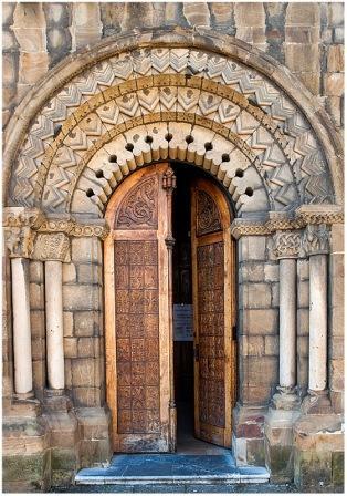 Portico Iglesia de Santa Eulalia de Uxo
