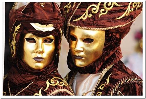 Carnevale 2011 - foto il martedi grasso a venezia - maschera ed erotismo6