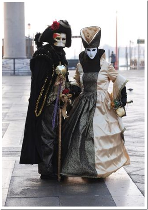 Carnevale 2011 - foto il martedi grasso a venezia - maschera ed erotismo10