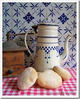 faluches et cafetière