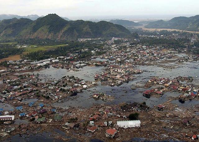 Kemusnahan Sumatera terutama di Aceh akibat dari tsunami besar 2004.