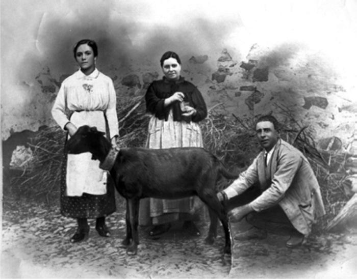 Justica, Sebastián y su sobrina segunda Justa, regentes de la Posada