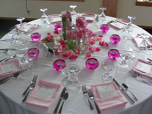vdnamap: black and white wedding reception decor