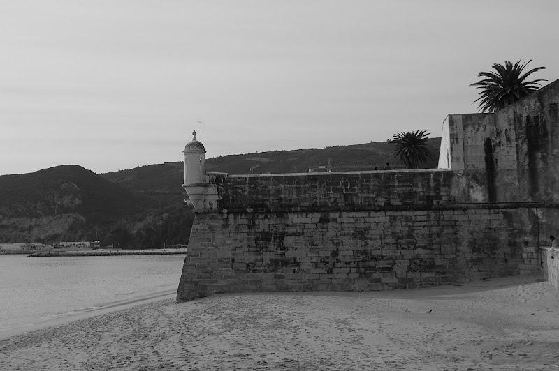 Sesimbra, o forte e o mar