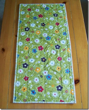 duck tracks table runner back