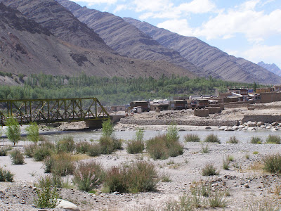 Bridge before Upshi on the Indus