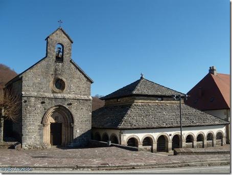 Iglesia de Santiago y Silo de Carlomagno