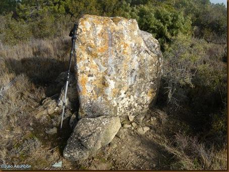 Menhir  2 - castro de El Dorre - Artajona