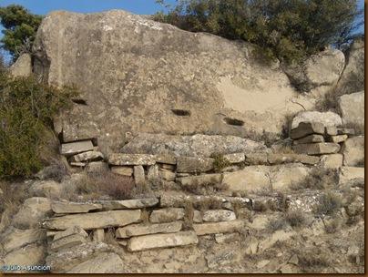 Roca con agujeros artificiales - Castro de El Dorre - Artajona
