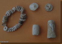 Elementos de adorno encontrados en el Dolmen de La Mina - Artajona