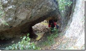 Paso bajo la gran roca - ruta Les Torrunades