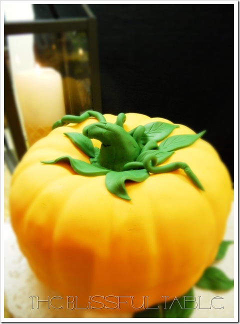 pumpkin spice cake with fondant 038a