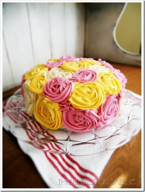 buttercream roses cake 006a