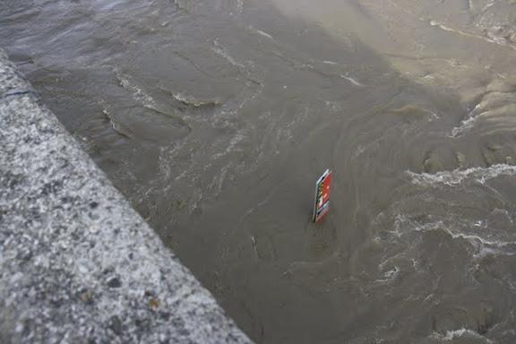 http://lh4.ggpht.com/_uzLsIJX7LLU/TTH8O9zrisI/AAAAAAAACww/Kbdto-ImozU/s576/regensburg-hochwasser-15012011IMG_1715.JPG