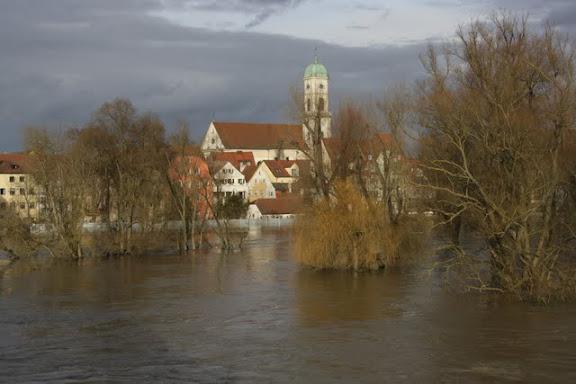 http://lh4.ggpht.com/_uzLsIJX7LLU/TTH8OMKOcvI/AAAAAAAACws/BGfCsWFjgms/s576/regensburg-hochwasser-15012011IMG_1713.JPG