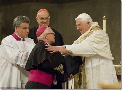 Benedicto XVI y Arzobispo Hughes