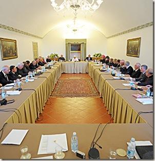 SS Benedetto XVI - Seminario estivo dell' associazione degli  ex - allievi  , Palazzo Pontificio di Castel Gandolfo - 29-08-2009        - (Copyright L'OSSERVATORE ROMANO - Servizio Fotografico - photo@ossrom.va)