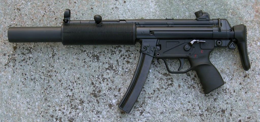 Pistolets-mitrailleurs : on n'en parle pas beaucoup ! DSCN1816