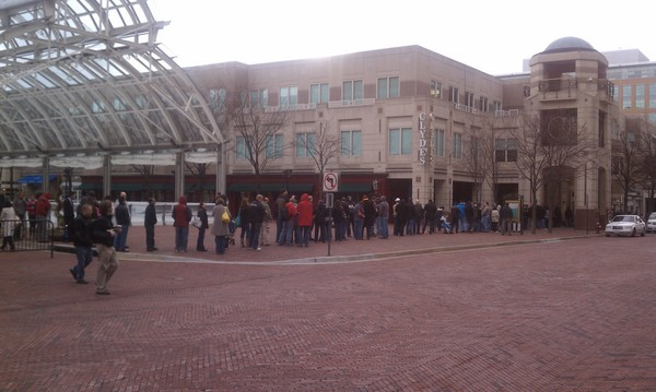 Holy iPad 2 - Apple fans line up at Reston Town Center waiting for the clock to chime 5pm!.jpeg