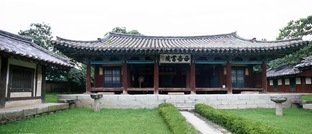 Gyeongju The lecture hall. 'Seoak Seowon'