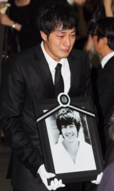 So Ji-sub at Park Yong Ha Funeral