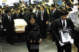 Park Yong Ha Funeral 03