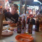 Saku, Matti ja Mikko ansaitulla lounaalla.