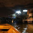 Kampong Ayeria (vesikylä) vauhtiveneellä