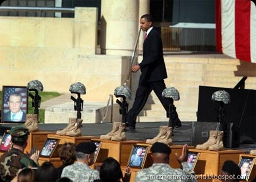 Obama at memorial service001
