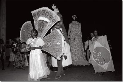 Desfile na véspera do Bonfim,principal destaque do desfile 'Iaiá e Ioiô', Porto Novo, 1996.