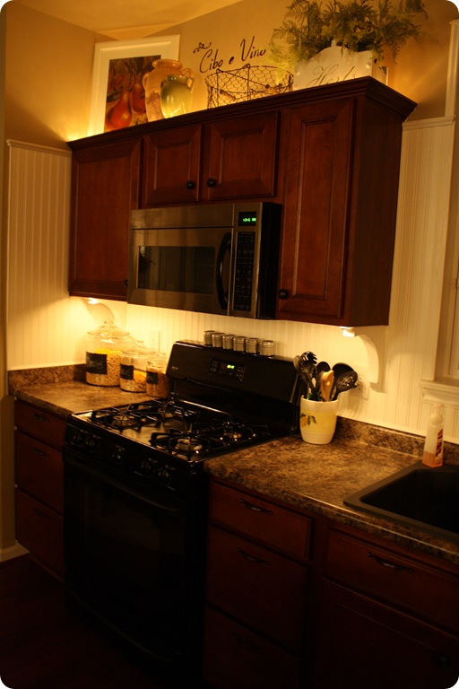 Mood lighting in the kitchen from Thrifty Decor Chick