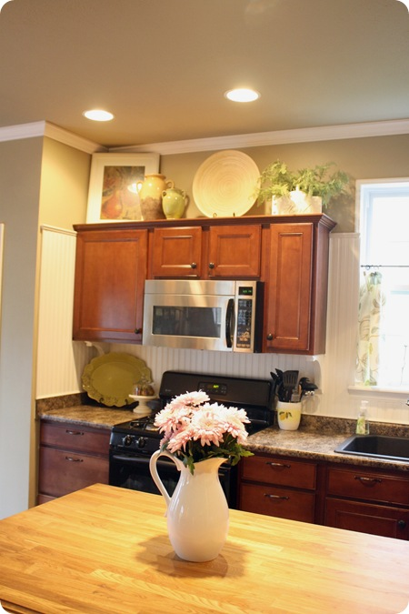 How to decorate above kitchen cabinets from thrifty decor for On top of kitchen cabinet decorating ideas