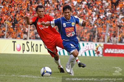 Erik S vs Eka R Persija vs Persib 2009/2010