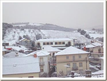 Escola Primária de Castelo Branco coberta de neve