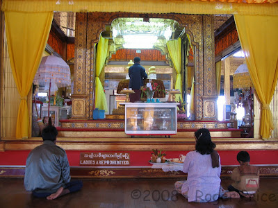 Phaungdawoo Buddha images in Inle Lake