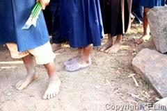 Bare feet_com