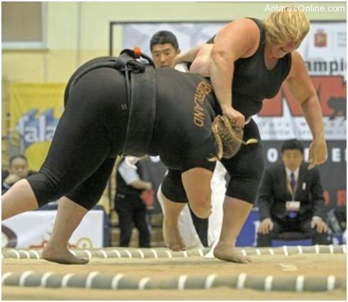 102810_1745_Ladysumowre1 - Sumo Wrestling Sa Mga Baje - Sports and Fitness