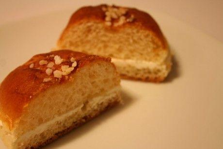 Bollos suizos con crema de mantequilla