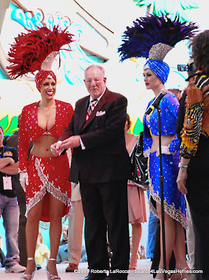 Las Vegas Moyor Oscar Goodman and Showgirls