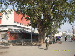 Lal Rattan Cinema, as approaching from B R Ambedkar Chowk side