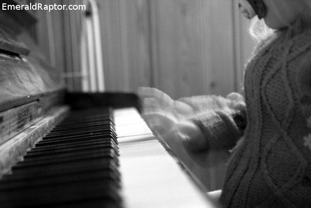 Lyd - Barn som spiller piano